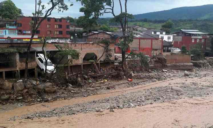 Colombia Lideslide leaves at least 254 dead and hundreds missing vía The Guardian
